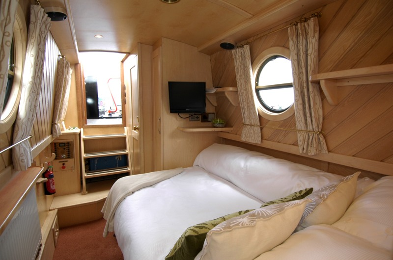 Narrowboat design interiors images for Interior boat designs